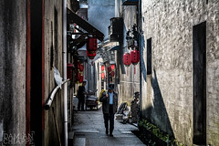 Damin Chiappe (Damin Chiappe) Tags: asia china hngcn anciano antiguo callejn pueblo seor viejo oldman alley town man