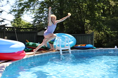1E7A5425 (anjanettew) Tags: swimming diving kids pool summer fun twins sillykids splashing babypool