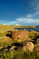 Sillustani, Puno, Peru (Martintoy) Tags: trip travel peru inca nikon d2x andes nikkor andino sillustani andean incas puno chulpa chulpas