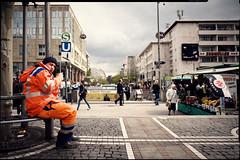 coffee break (patrickbraun.net) Tags: street orange man coffee pause müllmann frankfurtmain binman garbageman trashman müllabfuhr fujifilmxpro1 fujinonxf18mmf20r
