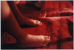 comme un bédouin (DeborahLeca) Tags: light boy red feet table carpet rouge child desert lumière tapis maroc enfant pieds désert