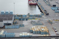 Hafenregion - von oben, vom Wasserturm aus gesehen; Esbjerg, Dnemark (80) (Chironius) Tags: esberg dnemark esbjerg denmark danmark industrie nordsee meer see northsea mardelnorte maredelnord merdunord
