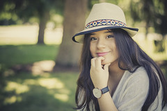 Alba (anderluquin) Tags: nikon natural nice nikkor young headshot hat 50mm sourire smile girl gente summer watch