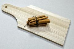 Anglų lietuvių žodynas. Žodis cinnamon reiškia n cinamonas lietuviškai.