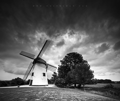 Incourt (DavidHR) Tags: bw clouds canon moulin angle belgium belgique wind wide sigma nb 7d 1020mm nuages brabant wallon incourt opprebais gustot davidherreman