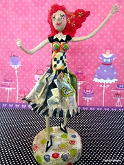 Hortensia (* Cludia Helena * brincadeira de papel *) Tags: brazil fashion brasil artwork doll dress moda estilo boneca vestido papermache hortensia papiermach soniadelaunay papelmach comqueroupa cludiahelena