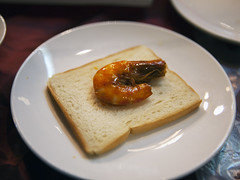 Eat spicy shrimp like this  (DigiPub) Tags: shrimp howto spicy rusk       deconstructedfood