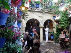 Recital poético a guitarra con el baile de Curro Sendra en el Patio Vesubio (Córdoba)