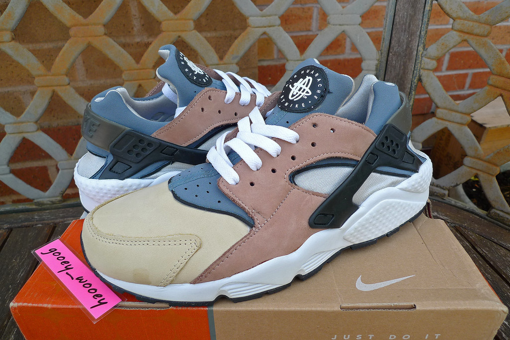 5345bc83cdeb Nike Air Huarache LE  Escape  - Bisque   Storm Grey - Rope White (