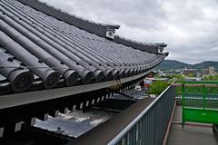 Gradual arc of roof end   Miei-do, Higashi Hongan-ji (bellyanz1) Tags: roof tile temple gold buddhism gargoyle relief restoration gradual mieido higashihonaganji