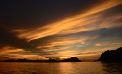 Sunset at El Nido Bay, Palawan Philippines (Aditi Patnaik) Tags: palawan philippines elnido sunset dusk twilight cloudysky el nido orangeskies yellowskies island bacuit