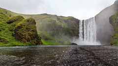 Skgafoss trail (loddeur) Tags: waterfall waterval iceland summer holiday sightseeing goldencircle highlight attraction travel green water river landscape spray skogarfoss ijsland
