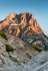 Gran Sasso (genesis2000) Tags: campeggio campoimperatore cornogrande gransasso abruzzo rocks rocce orange vetta sentiero erba sky cielo