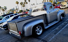 Ruby's Diner Cruise at the Beach / Redondo Beach (ATOMIC Hot Links) Tags: slicks kool hotrod hotrods gearhead wicked engine motors flatheads streetrods hotwheels customs kustom rods prostreet car classics classictrucks carshow ratfink speed fast piston camshaft chrome flames dragrace dragracing oldschool mechanic customize metal metalwork fabrication fabricate shine polish reflections gassers garage art nitro topfuel chopped low gears bing wrench hopup mags et traction dragsters dragster roadster rodworks grind machines rides soulrydah crankshaft bigblock smallblock torque power ipernity yahoo google atomichotlinks hot southbay rubyscruznite redondobeach socal