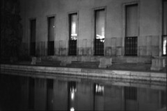 PARCELLE 16-035_29 (gyjishukke) Tags: noiretblanc monochrome analog argentique believeinfilm shootfilm minoltax700 50mm nuit palaisdetokyo paris scanlowdef ilford delta400 800iso selfdevelopment hc110b 10 20 bassin bw