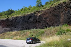 Strate de pierres d'origine volcanique (Charles.Louis) Tags: auvergne velay pierre saintvidal strate couche gologie volcanique