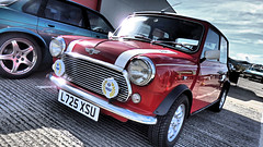 Red Mini Cooper. (ManOfYorkshire) Tags: l725xsu mini john red chrome original 1993 1994 cooper special wipac badge grille leyland