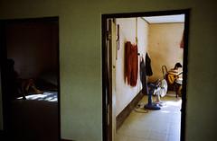 2 ROOMS (Sakulchai Sikitikul) Tags: leica film 35mm thailand kid fight kodak bessa grain summicron 200 f2 boxing asph r2a