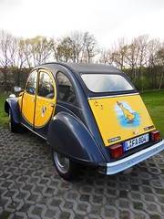 Citroen 2CV 6 Charleston (Transaxle (alias Toprope)) Tags: yellow duck citroen goat frog charleston 2cv dolly rana ente eend cv citrola thegoat youngtimer deuxchevaux 2cv6 doscaballos twohorses deuche theuglyduckling citroneta larana dedeuche cirila tinsnail hetlelijkeeendje degeit citruca upsidedownpram
