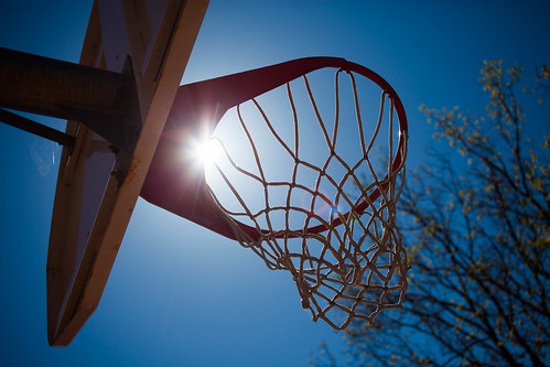blue sky net basketball hoop se skåne basket sweden creative commons cc f56 sunrays uncropped 2012 höganäs canoneos5dmarkii ¹⁄₂₅₀₀sek ef2880mmf284lusm 813052012133811