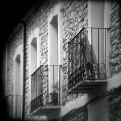 Milenario (Frankness2008) Tags: blanco huesca negro edificio balcon jaca blanconegro iphone