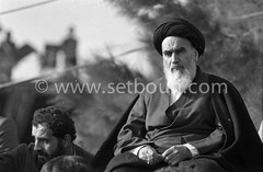 Iran - 01/02/1979/ -  arrival of of the ayatollah Khomeyni in  Iran,  a crowd more than one million people aclaimed the political and spiritual leader, big meeting in Beeshte zara cemetery /// l'ayatollah khomeyni  a teheran apres 15 ans de relegation - u (setboun photos) Tags: 1979 asia asie ayatolla ayatollah iran ruhollahmoosavikhomeini asiecentrale ayatullah cemetery centralasia chefpolitiqueiranien chefreligieux cimetiere evenementhistorique histoire historical imam iranhistory iranianpoliticalleader iranianrevolution1979 khomeyni komeini komeyni politicalandsocialissue portrait prominentperson religiousleader tehran tombes tombs