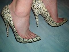 IM005677 (grandmacaon) Tags: pumps highheels toecleavage lowcut escarpins hauttalons