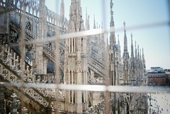 Il Duomo di Milano (ingephotography) Tags: roof italy milan church fence gate italia cathedral dom milano milaan duomo kerk itali dak hek snapseed