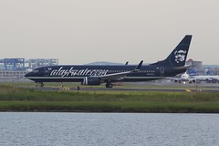 Badass Alaska livery (Tomlin's Images) Tags: travel black boston airport loganairport boeing bos menace 737 eskimo alaskaairlines n548as