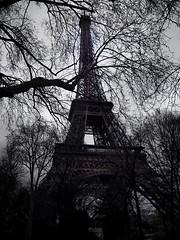 La tour Eiffel (buchigire) Tags: sky paris france la tour cloudy eiffel ciel   couvert   coolpixs600
