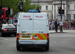 Met Police BPW (kenjonbro) Tags: uk white london ford westminster trafalgarsquare police transit emergency 2009 charingcross metropolitan fwd 115 sw1 999 bluelights metropolitanpolice bpw kenjonbro t300s fujihs10 bx59bvs