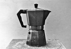 caffettiera (fibonappi) Tags: photo mario nb fotografia agfa apx medici argentique caffé pellicola analogico