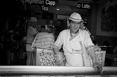 The döner kebab maker (Maríon) Tags: street travel bw white black turkey nikon istanbul marion reise tyrkia supermarion nesje d7000 marionnesje