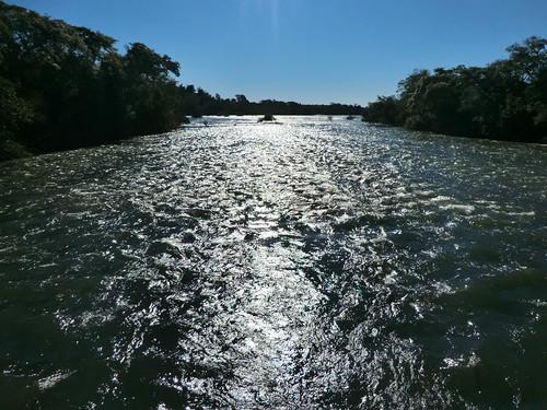 Noch ist das Wasser recht ruhig - Cataratas del Iguazu (Argentinien)