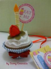 Funny Cupcakes: Um jeito divertido de desejar Feliz Aniversário, by Funny Amandita. (Funny Amandita) Tags: aniversário fakecupcake cupcakedefeltro docesdefeltro docesdepano