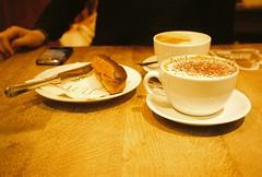 PAUL (pingping ☀) Tags: london coffee dessert paul cafe latte cappuccino fujixtra400 canonprimazoom65date