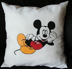 Almohadón Mickey (Lady Krizia) Tags: cine disney mickey pillow movies vinilo animacion wilwarin estampado almohadon termoestampado