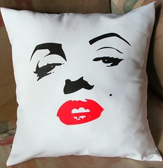 Almohadn Marilyn (Lady Krizia) Tags: marilyn movie cine pillow hollywood monroe diva vinilo wilwarin estampado almohadon termoestampado