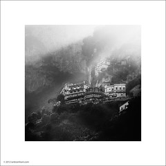 Amalfi (Ian Bramham) Tags: bw cliff buildings photo edge amalfi ianbramham italy2012b
