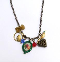 (Sonho de Moça) Tags: craft bijoux bijuteria colar biju artesanatobrasileiro colarcoração colarvintage elo7 colarartesanal sonhodemoça colarpassarinho colarlaço
