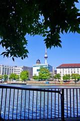 Berlin 2015 - 243 Rolandufer (paspog) Tags: berlin ufer spree allemagne deutschland germany rolandufer fernsehturm