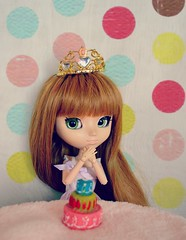 Happy Birthday! (Narmolanya A.) Tags: pullip asuka couronne anniversaire gteau