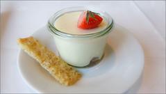 Darf es ein wenig Dessert sein? Moltebeeren aus Nord-Norwegen mit Sour Cream (ludwigrudolf232) Tags: dessert