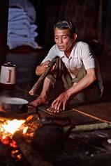 Vietnam : Lolo noir (frankyb66) Tags: old costumes portrait man kitchen face montagne fire cuisine evening eyes asia pentax culture ombre vietnam asie tribe hanoi lolo ethnic soir couleur feu halong hmong vieux homme visage indochine asiatique tribu kx tonkin vieil ethnie vietnamian