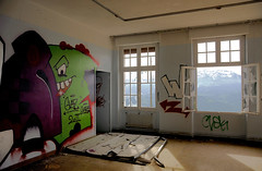 Hulk pas content du tout ! (B.RANZA) Tags: streetart graffiti tag trace urbanart histoire waste graff sanatorium hopital empreinte exil cmc patrimoine urbex disparition abandonedplace mmoire friche centremdicochirurgical