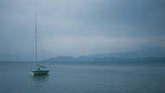Tranquility (joyrex) Tags: italy italia itali peschiera peschieradelgarda gardameer lagodigarda sailboat zeilboot blue evening blauw water meer