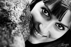 Samira  [Playa Camello-2012] - 09 (Gorka Goitia) Tags: lighting light portrait blackandwhite bw blancoynegro look closeup focus retrato bn framing mirada guapa composicin blancetnoir encuadre enfoque canoneos5d chercher luznatural canon2470mmf28lusm