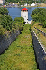 DSC00325 - Fort Henry Dry Ditch & Martello Tower (archer10 (Dennis) (53M Views)) Tags: canada tower sony free kingston dennis jarvis martello forthenry iamcanadian freepicture dennisjarvis archer10 dennisgjarvis nex7 18200diiiivc