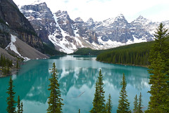 Moraine Lake (:@Dee) Tags: summer mountain canada reflection nature trek rockies nationalpark scenery jasper hike glacier alberta banff lakelouise moraine morainelake valleyoftenpeaks icefieldparkways