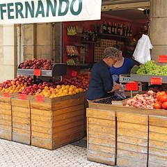 Tesoro 5 - Puesto de fruta (no sabemos cómo llamarnos) Tags: fruta tienda donostia sansebastián robado